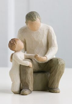 This Willow Tree Grandfather figurine by Susan Lordi from DEMDACO measures approximately 6 inches tall. It depicts the affection between a grandchild and grandparent and bridging generations with ageless love. Grandparents Day Gifts, Grandpa Gifts, Grandfather Gifts, Grandparent Gifts, Willow Tree Familie, Willow Tree Engel, Willow Tree Figuren, Willow Figurines, Willow Tree Nativity