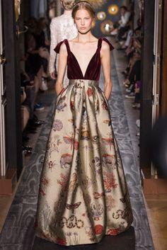 Minuciosos detalhes reinam na alta costura da Valentino | ModismoNet - Doses diárias de estilo