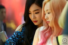 Taeny to each orther Sooyoung, Yoona, Kpop Girl Groups, Korean Girl Groups, Kpop Girls, Girl Day, My Girl, Cool Girl, Yuri