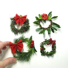 A miniature garden Christmas DIY - very fun to make! Christmas Fairy, Miniature Christmas, Christmas Holidays, Christmas Wreaths, Christmas Crafts, Christmas Decorations, Grapevine Christmas, Christmas Stuff, Winter Holidays