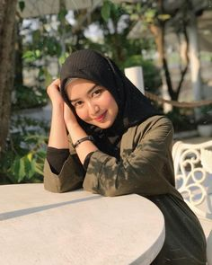 Image may contain: one or more people, people sitting, hat and outdoor Casual Hijab Outfit, Hijab Chic, Beautiful Hijab Girl, Indonesian Girls, People Sitting, Hijab Fashion, Winter Hats, My Style, Womens Fashion