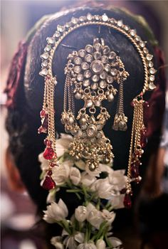 bridal hairdo details  #indianwedding, #southasianwedding, #shaadibazaar