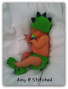 Dinosaur Baby Hat and Diaper Cover Set - Free by Amy of Amy B Stitched  Dinosaurs - Animal Crochet Pattern Round Up - Rebeckah's Treasures Wintermütze Baby, Baby Set, Diy Baby, Crochet Baby Boys, Crochet Baby Outfits, Crochet Baby Clothes Boy, Baby Boy Crochet Blanket, Crochet Bebe, Crochet Baby Costumes