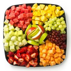 Force fruit - fruit platter with seasonally available fruit Healthy Fruits, Fruits And Veggies, Healthy Snacks, Healthy Eating, Healthy Recipes, Yummy Snacks, Deli Fresh, Fresh Fruit, Fruit Salad Recipes