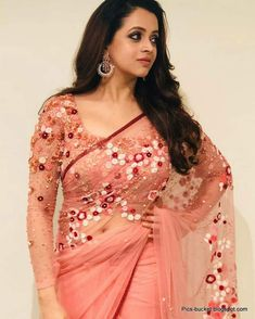 Bhavana in saree bold beauty Indian Blouse Designs, Kerala Saree Blouse Designs, Saree Blouse Patterns, Blouse Neck Designs, Dress Designs, Indian Beauty Saree, Indian Sarees, Pattern Floral, Saree Trends