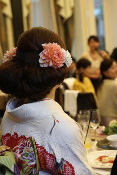white Wedding Kimono, Turning Japanese, Pink Blossom, Tea Ceremony, Ethnic Fashion, Geisha, Japanese Art, Wedding Photos, Weddings
