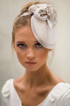 .love the simplicity. pleat this and you have a seashell hat/veil