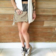 Bruna Unzueta usando bolsa na cor areia vai com tudo, e super combina com o verão!