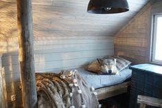 puutalo,makuuhuone,talja,sänky,rouhea