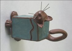 Slab Cat Box! i dont know why it's sideways? Ceramic Boxes, Ceramic Clay, Slab Pottery, Ceramic Pottery, Slab Boxes, Pottery Designs, Pottery Ideas, Clay Box, Clay Cats