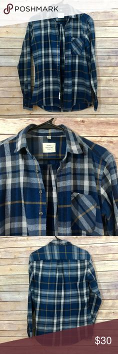 """Frank & Oak Classic Plaid Flannel This classic plaid shirt is a seasonless staple and essential year-round layer. Features an angled plaid pocket for subtle utility. Wear this classic flannel unbuttoned over a basic tee with your favorite pair of denim. Available in blue with yellow accents. Features also include a button-down collar and chest pocket. Approx. measurements: Length 28"""", chest 39"""", sleeves 25"""". In excellent condition. No trades, please! Offers welcome. Frank & Oak Shirts Casual…"""