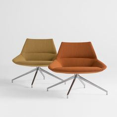 Designed by Christophe Pillet, the DUNAS XL collection is made up of spacious comfortable seating, available in two backrest heights which can be combined with either swivel or fixed bases. Its enveloping contours along with a design of sophisticated, stylish and sleek lines find their place in cozy, contemporary spaces where one can comfortably wait, converse or simply relax.