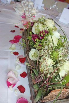 Blumenarrangement zur Hochzeit in Weiß und Beerenfarben - Center pieces berry and white with floating candles