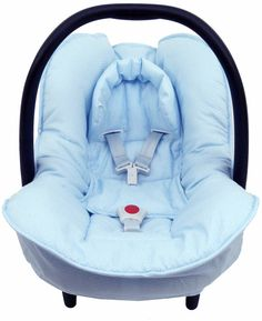 Cosy cover for your Maxi Cosi Citi baby car seat in light blue with little dots. The cover keeps your baby cozy, warm and comfortable! It easily fits perfectly over the regular Maxi-Cosi baby car seat without removing anything. The cover is made of 100 % cotton and is machine washable.
