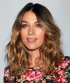 Natalie Zea- i want this hair,  but how?  heeeelp me