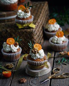 Chocolate cupcakes photography desserts ideas for 2019 Small Desserts, Köstliche Desserts, Delicious Desserts, Yummy Food, Sweets Cake, Cupcake Cakes, Cupcake Photography, Dessert Decoration, Weird Food
