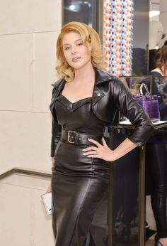 Renee Olstead wears a black leather dress at Betsey Johnson's pool party at Sunset Tower Hotel in West Hollywood and at Fendi & Vogue celebrate Fendi Beverly Hills - March 2016 Sexy Outfits, Renee Olstead, Leder Outfits, Black Leather Dresses, Celebs, Celebrities, Leather Fashion, Sexy Women, Black Women