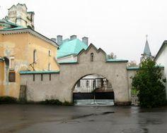 La Porte de Service du Monastère Fiodorovsky - Pouchkine - Construit de 1913 à 1918 par l'architecte Stepan Krichinsky.