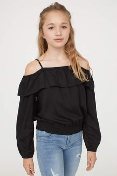 Shop online for cool clothes for girls aged 8 to 14 at H&M. From stylish denim to cute tops, dresses and more, find great outfits for school and weekends. Girly Girl Outfits, Cute Fall Outfits, Kids Outfits Girls, Cute Outfits For Kids, Cool Outfits, Tween Fashion, Girls Fashion Clothes, Girl Fashion, Fashion Outfits