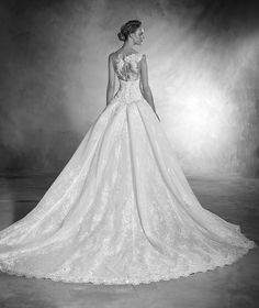 Novela - Mermaid wedding dress in lace, tulle, embroidery and gemstones