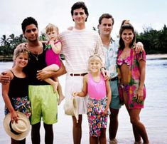 blast form the past - Full House family. I used to LOVE Uncle Jesse! 90s Childhood, Childhood Memories, Movies Showing, Movies And Tv Shows, Full House Cast, Uncle Jesse, Nostalgia, John Stamos, Back In The 90s