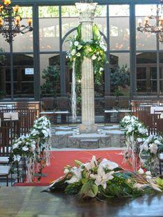 Detalle de la columna del patio acristalado decorada con una bonita guirnalda de flores Wedding Things, Dream Wedding, Wedding Day, Maybe One Day, Event Planning, My Dream, Prince, Craft Ideas, Patio