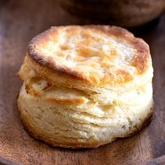 How To Make Gluten Free Biscuits Gluten free buttermilk biscuits Gluten Free Bagels, Gluten Free Pastry, Gluten Free Biscuits, Gluten Free Flour, Gluten Free Cooking, Dairy Free, Lactose Free, Easy Gluten Free Desserts, Gluten Free Recipes For Dinner