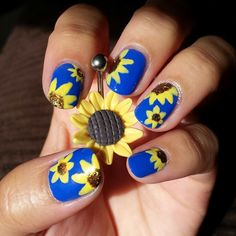 Stunning Sunflower Belly Ring with nail art | Body Candy Body Jewelry #bodycandyfans