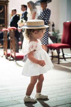 Chicest flower girl EVER? We just love her style! 😍 Shared by Flower Girls, Flower Girl Dresses, Baby Wedding, Wedding With Kids, Wedding Ideas, Baby Girl Fashion, Kids Fashion, Bridesmaid Dresses, Wedding Dresses