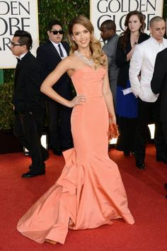 Jessica Alba at the Golden Globes via Exclusively Chic