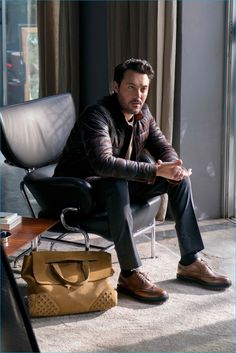 Jack Huston for TOD'S Fall 2016 ad campaign Behind The Scenes, Campaign, Fall Winter, Menswear, Mens Fashion, Face, Fall 2016, Socks, Moda Masculina