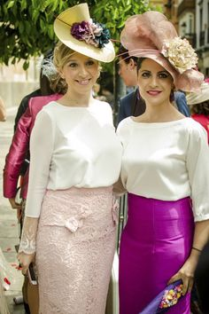 La-Champanera-blog-de-bodas-MariayJose-14 Stylish Hats, Stylish Outfits, Wedding Hats For Guests, Lace Skirt, Sequin Skirt, Tea Hats, Spring Carnival, Wedding Guest Looks, Church Suits
