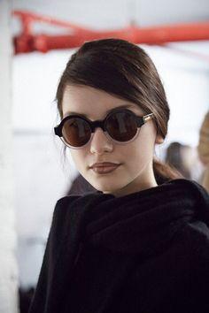 Saiba como usar óculos escuros redondos WePick