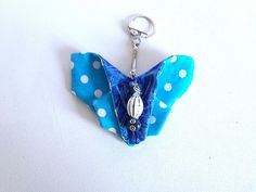 porte clés papillon en tissu façon origami dans les tons bleus et blancs : Porte clés par doudous-mad-in-toudou
