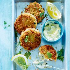 Crab Cakes, Confort Food, Fresh Rolls, Food For Thought, Bon Appetit, Sandwiches, Food And Drink, Eggs, Fish