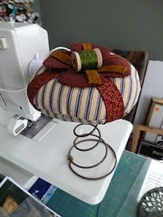 Bed spring pin cushion...need to make this one.