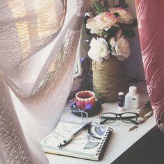 «Раньше, когда я смотрела разных девочек в иг, и у них были такие состаренные столы, мне конежно же хотелось что-нибудь подобное:D мечта сбылась, есть…»