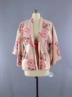 Vintage 1950s Haori Kimono Jacket Cardigan / Pale Pastel Pink Mod Floral Print  #vintage #shopvintage