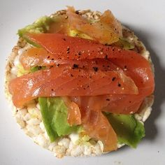 ❝Classic yet delicious: plain rice cake, sliced avocado, smoked salmon & some cracked black pepper.❞