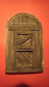 Resultado de imagen para puertas+belenes Medieval Houses, Beaded Christmas Ornaments, Fairy Doors, Bird Houses, Cool Art, Whimsical, Projects To Try, Decorative Boxes, Castle