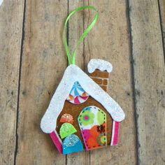 Whimsical feltro Gingerbread House dell'albero di di PaisleyMoose