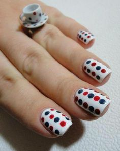 Puntitos puntitos de colores en nuestras uñas #Nails #NailsDesigner
