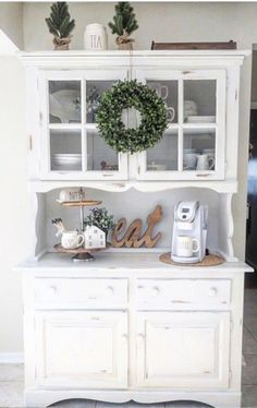 Awesome DIY Shabby Chic Furniture Makeover Ideas – Crafts and DIY Ideas - Diy furniture ideas Decor, Home Decor Accessories, Farm House Living Room, Farmhouse Dining Room, Coffee Bar Home, Home Decor, Dining Room Decor, Furniture Makeover, Shabby Chic Furniture