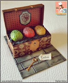 Game of Thrones - Cake by MaribelAlonso Game Of Thrones Food, Game Of Thrones Theme, Game Of Thrones Birthday, Foundant, Got Party, Game Of Trones, Dragon Cakes, My Birthday Cake, Creative Desserts