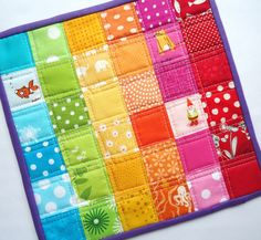 Patchwork mug rug Small Quilts, Mini Quilts, Baby Quilts, Mug Rug Patterns, Quilt Patterns, Quilting Projects, Sewing Projects, Table Runner And Placemats, Table Runners