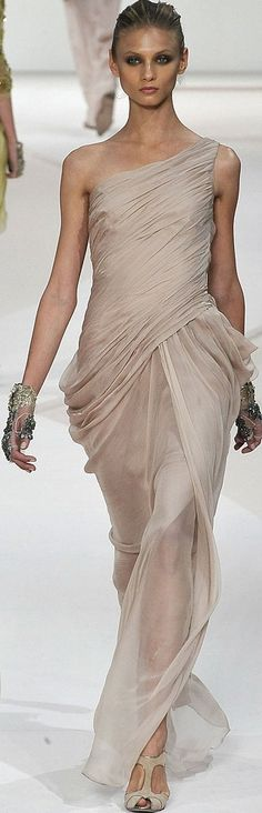 Valentino Spring 2009 RTW - Runway Photos - Fashion Week - Runway, Fashion Shows and Collections - Vogue Couture Mode, Couture Fashion, Runway Fashion, Fashion Moda, High Fashion, Fashion Show, Fashion Design, Beautiful Gowns, Beautiful Outfits