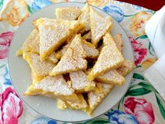 Easy Lemon Bars - Perfect for spring and summer!
