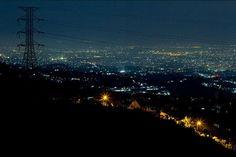 keindahan bukit moko di malam hari