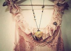 .necklace