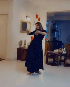 Indian Wedding Songs, Best Wedding Dance, Wedding Dance Video, Indian Bridal Outfits, Indian Fashion Dresses, Kathak Dance, Beautiful Girl Dance, Cool Dance Moves, Bollywood Wedding